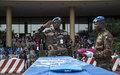 Le personnel de la MINUSMA rend un dernier hommage aux soldats tchadiens tombés au champ d'honneur