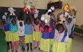 A Gao, les Casques bleus redonnent le sourire aux enfants démunis du Centre Niali